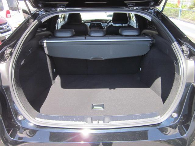 ★リアラゲッジルームはコンパクトカーならではの広いスペースを確保しています。トノカバーも付いていますので、プライバシー保護には最適です★