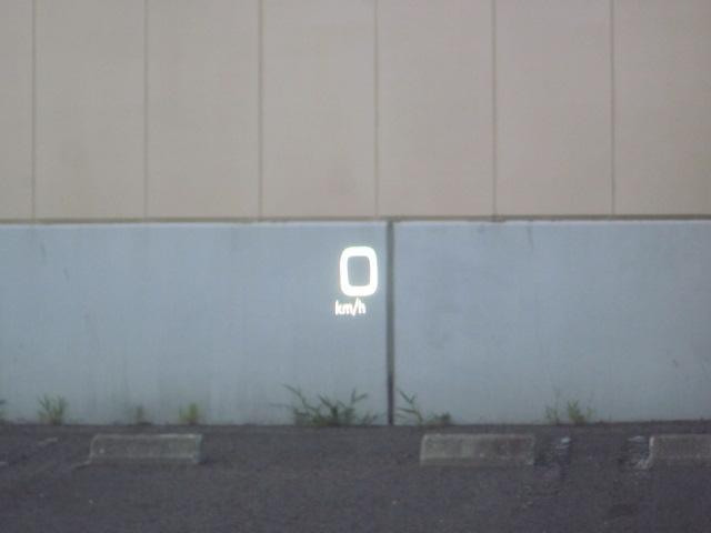 ★【HUD】ヘッドアップディスプレイを作動させた状態です。フロントガラスに速度やハイブリッドモーターの状態が表示されます。運転者の真正面に表示されますので視界も問題ありません★
