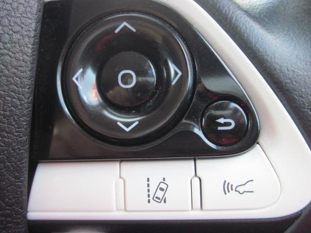 ★メーター内のディスプレイ表示切替と車線逸脱警報、車間距離切替スイッチです。車間距離はクルーズコントロール使用時に前車との距離を30m〜50mで切り替え可能です★