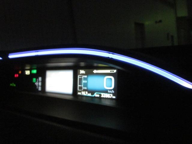 ★メーターフードの点灯した状態です。安全運転やエコ運転を光と色で表してくれます★