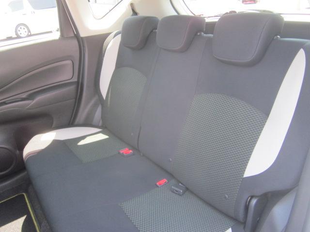 ★後部席は大人が座っても十分な広さがあります。各シートにスレやキレ、シミなどはございません★