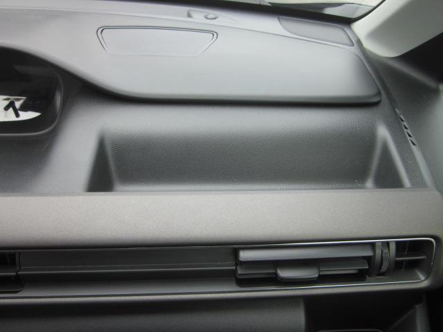 ★運転席前にも収納スペースがあります★