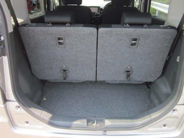 ★リアのラゲッジスペースは大きな開口部なので荷物の出し入れがしやすいです★