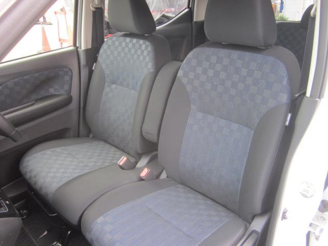 ★シートはブルー/ブラックを基調としたシートです。体を包み込んでくれるような座り心地です★