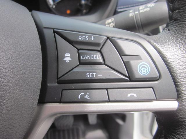 ★ハンドル右側にはプロパイロットの操作スイッチが装備されています★