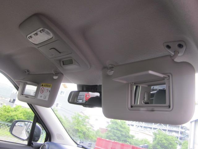 ★運転席と助手席のサンバイザーにはミラーが付いておりますので何かと便利です★
