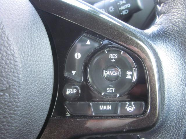 ★ハンドル右側にはクルーズコントロールなどの操作スイッチが装備されています★