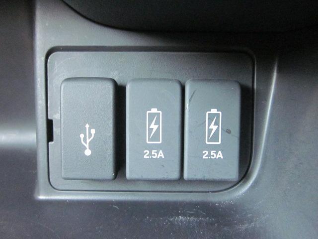 ★エアコンパネル下にはUSB接続端子、USB充電が装備されています★