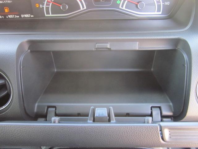 ★運転席前にも小物入れがあります★