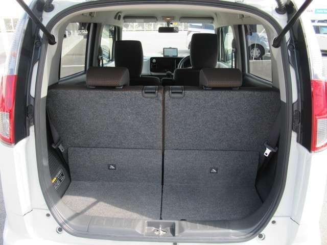 荷室の開口部は広く作られております。