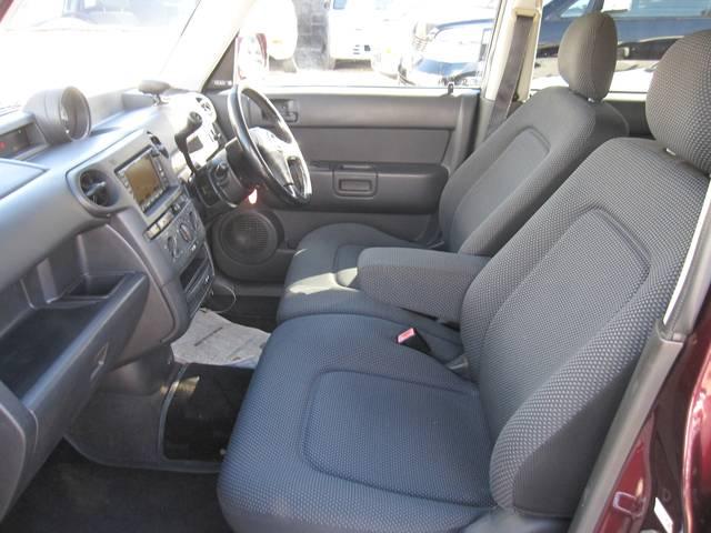 運転席、助手席もこの様にキレイな状態です。