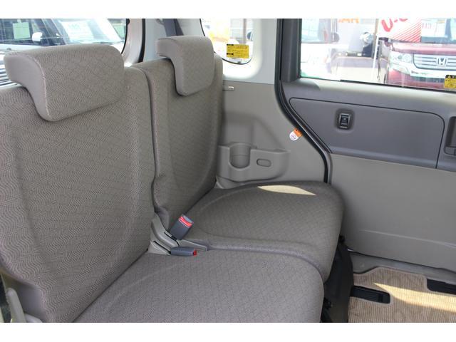 後部座席です。広い空間展開で窮屈さを感じさせません!