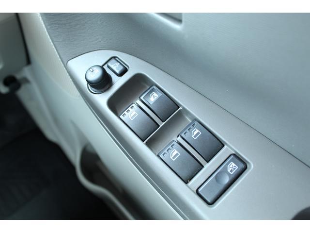 電動格納式ドアミラーになっています。運転席のスイッチ一つでサイドミラーを開閉できます!