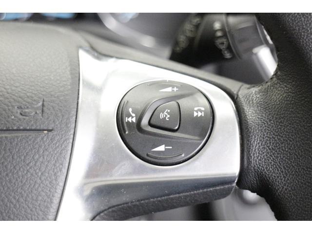 フォード フォード クーガ タイタニアム