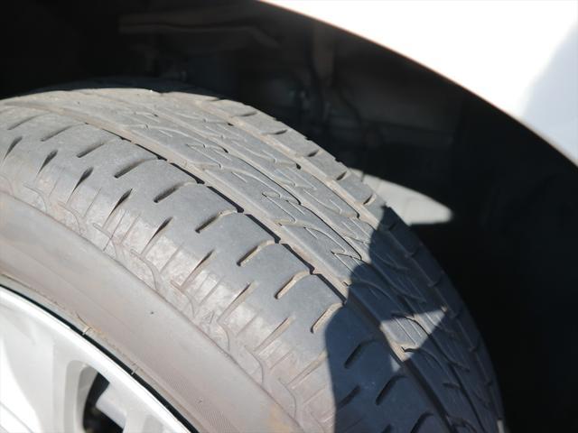 タイヤは2018年製のブリヂストン社のものが取り付けられており、前後ともに7〜8分山程残っています。まだまだお使い頂けると思いますよ!