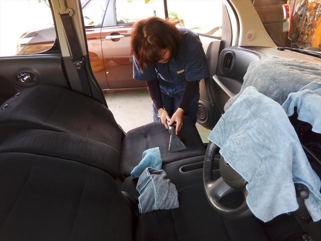 すべてのお車にシート洗浄を施しています。抗菌効果のある洗剤を使い、専用の機械で入念に作業しているんです。できる限り清潔な空間が目標です!作業の様子は【Tail*Styleブログ】にて公開していますよ!
