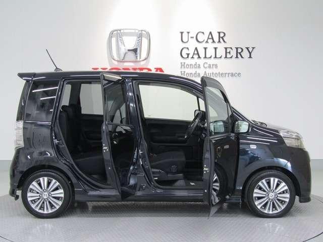 サイドのガラスラインは、良好な側方視界で巻き込みを回避しやすく、幅寄せも安心してできるようにしています。ガラス面を増やしても車両重量が増えないよう、徹底した軽量化と高いボディ剛性を実現しています。
