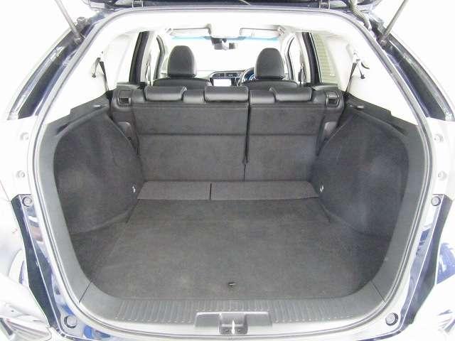 荷室は広いだけでなく、開口部が大きく低いので、荷物の積み降ろしもスムーズです!