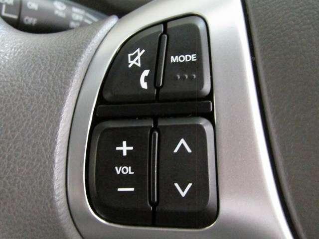 ハンドルでオーディオコントロールできます。安全運転できますね!