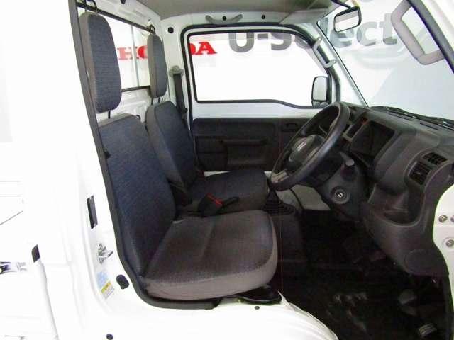 長距離の運転も疲れにくいシートです。汚れの付きにくい素材なのでお仕事用の1台としてもおススメです。