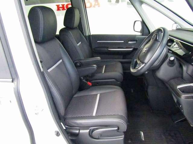 運転席には高さ調整ができるシートハイトアジャスター機能が付いています、これなら小柄な方にも大柄な方にも自分にぴったりの運転姿勢がとれますね。 運転席/助手席にシートヒーター付いてますので快適です♪