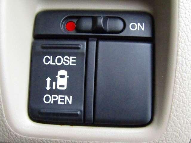 使用頻度が多く、お子様の乗り降りにも安全な左側パワースライドドアとなっております♪リモコンキーで開閉する事が出来ます。挟み込み防止機能もありますので安心です!