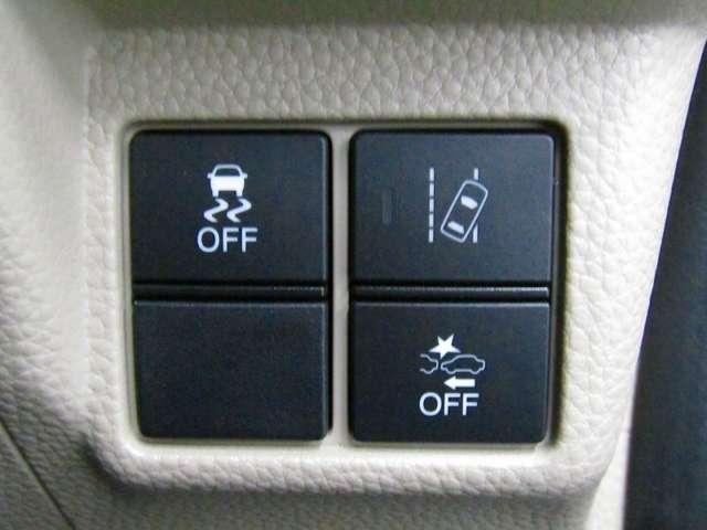 VSA(車両挙動安定化制御システム)装着、車輪のロックを防ぐABS、車輪の空転を抑制するTCSに加え、車の横滑り、曲がるを制御し、走る・曲がる・止まるの全領域で安定性を確保するためのシステムです。