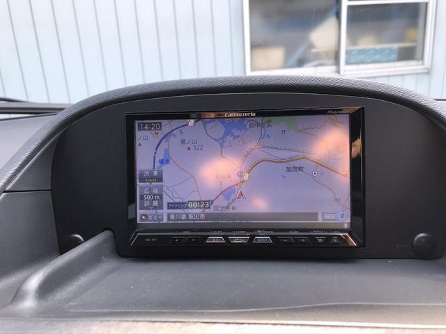 カロッツェリア製サイバーナビAVIC-ZH77装備 地図画面は解りやすく見やすいです フルセグテレビやDVDの視聴 CDミュージックサーバーやブルートゥース機能付きなのでエンタメ性能は高いです