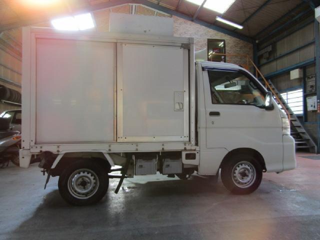 冷蔵車の為、ダイナモの強化やバッテリーの強化など、対策してあります。