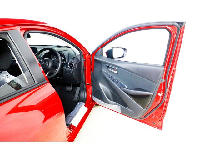 マツダ デミオ 13S 登録済未使用車 自動ブレーキ Pスタート フルセグ