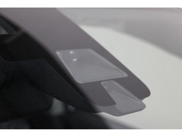 衝突被害軽減ブレーキ:車両および歩行者との衝突回避または衝突被害軽減を支援する被害軽減ブレーキ!ドライバーにとってうれしい機能です。