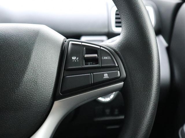 クルーズコントロール:セットしたスピードを一定で走行できる便利な機能。高速道路ではアクセル操作が不要になり、足が疲れにくく長距離運転が楽になります。