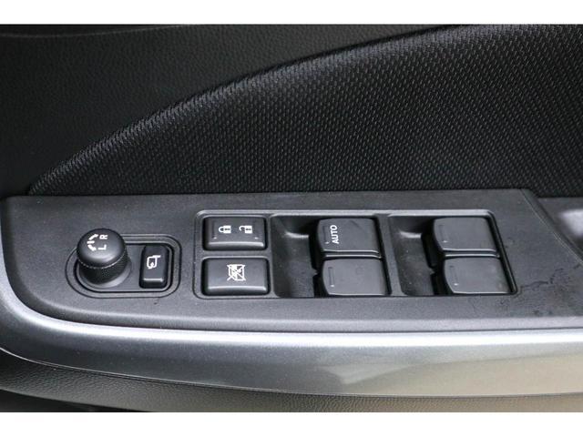 電動格納ミラー:狭い駐車場で大活躍!ボタン1つで自動で格納します。ひと手間が減る嬉しい機能です♪