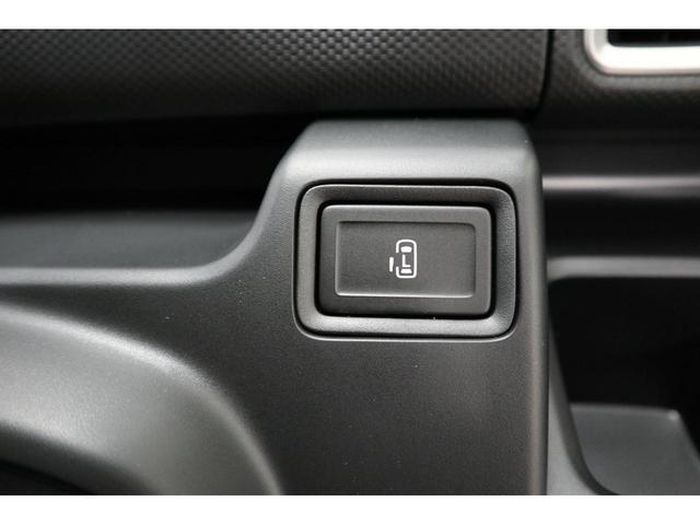 電動スライドドア:運転席のスイッチでも開閉ができるので、とっても便利ですね。