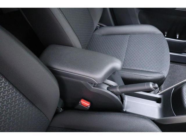 運転席と助手席の間には収納ボックスがあります!