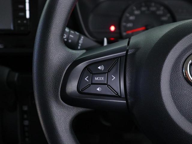 ハンドル装備されいるリモコンで運転中にナビゲーションのチャンネルや曲を変えることが出来ます。運転しながらの危険なナビ操作がなくなりますので安心です!