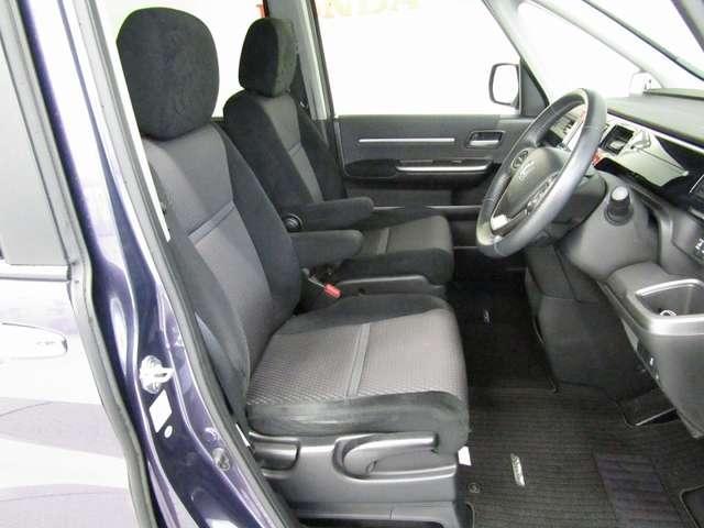 運転席には高さ調整ができるシートハイトアジャスター機能が付いています。これなら小柄な方にも大柄な方にも自分にぴったりの運転姿勢がとれますね。