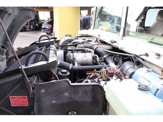 エンジン回りの整備も丁寧に行っています