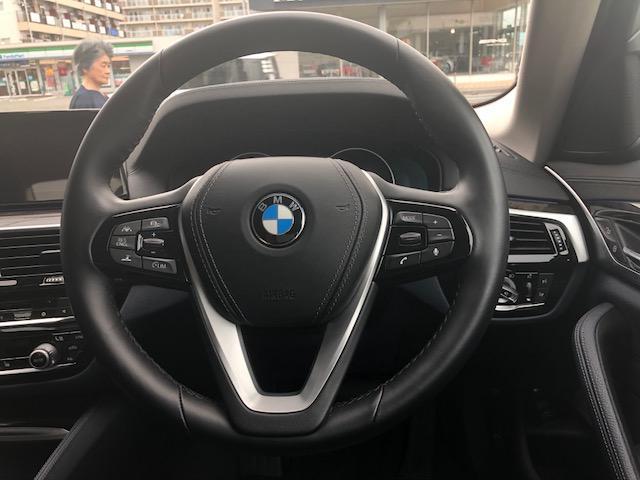 BMW BMW 530eラグジュアリー アイパフォーマンス