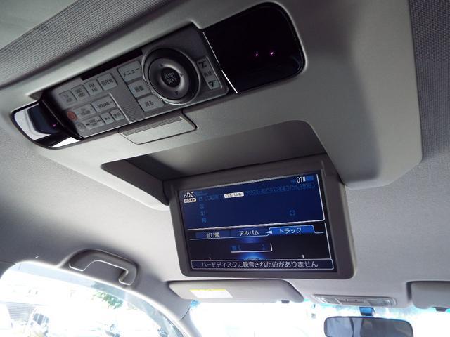 フリップダウンモニターは自動開閉で後席でもリモコン操作が可能なので快適にドライブなのが楽しめますね♪
