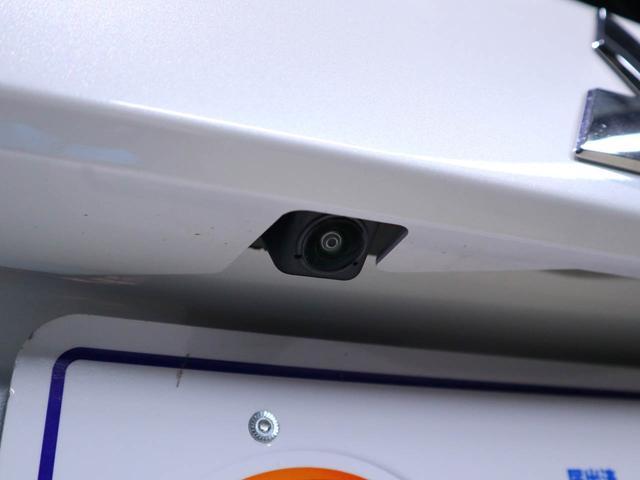 全周囲カメラ用リアカメラ:後方の障害物を確認できるので安心ですね。(ナビゲ-ションを取り付けると使用可能になります。)