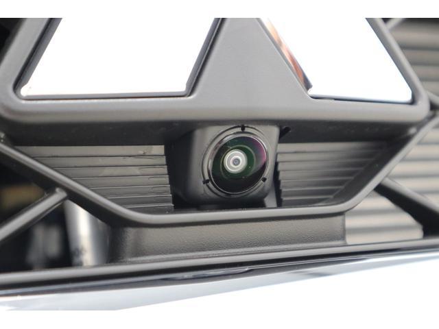 全周囲カメラ用フロントカメラ:駐車時に、死角が見えるので安心ですね。(ナビゲ-ションを取り付けると使用可能になります。)