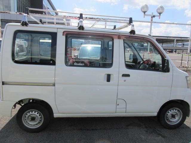 スペシャル4WD 5速マニュアル エアコン パワステ(4枚目)