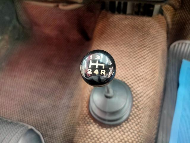【タイヤ交換】最も気になる消耗品、タイヤ交換も対応可。専用機材をご用意しております。日常ご来店頂いているお客様には交換時期のお声掛けもさせて頂いております。