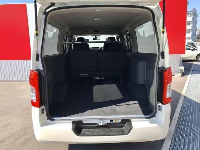 【荷室長】3050mm【荷室開口高】1275mm【荷室開口幅】1370mm。荷室もかなり広く作られているので、荷物もたくさん載せて頂けます!積み込みやすさにも考慮した荷室となっております★