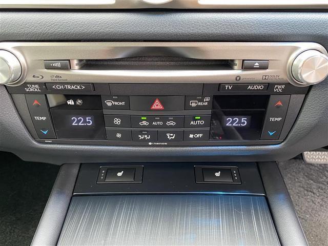 運転席・助手席独立温度調整オートエアコン