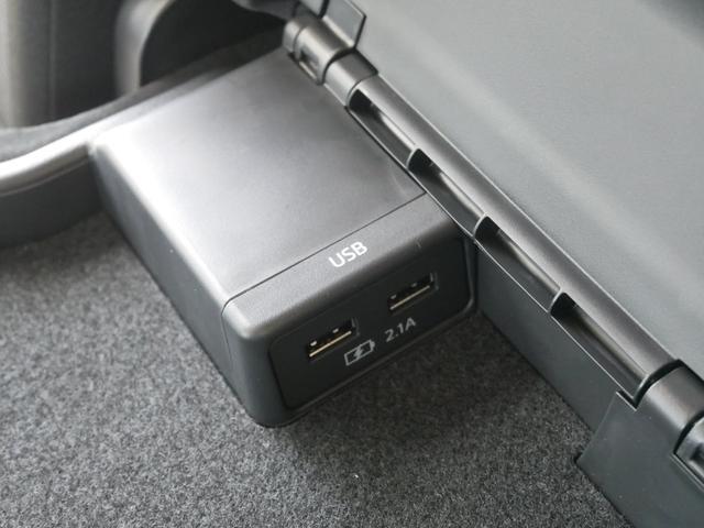 内部には充電用のUSB差込口が2つあります。