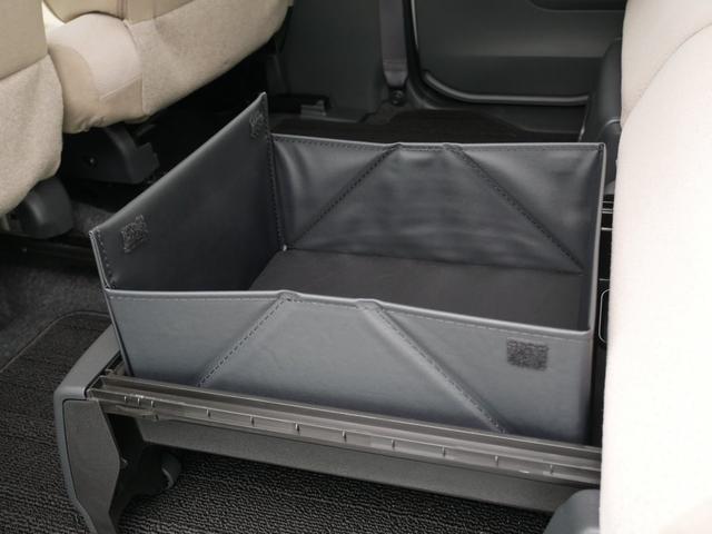 後列収納スペース(付属の折り畳み式ボックスを装着するとより多くの物が入ります。耐荷重5キロ)