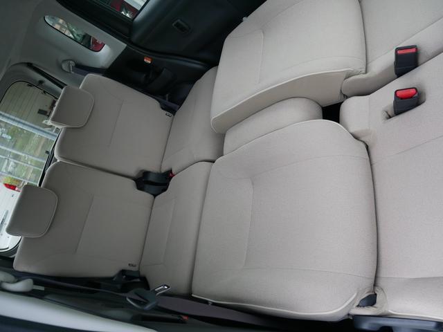 前列を倒す事でロングソファ状態にできます。車中泊の時などに使えます。