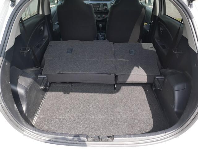トランク(後列を畳むことで収納スペースを拡大できます)